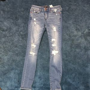 AMBERCOMBIE AND FITCH SKINNY JEANS